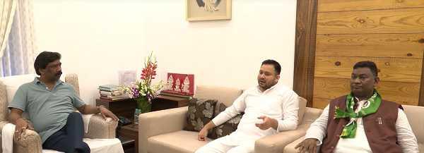 CM हेमंत सोरेन से मिले तेजस्वी यादव, राजेश ठाकुर से भी हुई मुलाक़ात